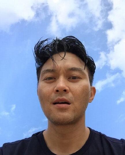 张智霖自拍照显硬汉一面 爱子魔童海边跳跃(图)