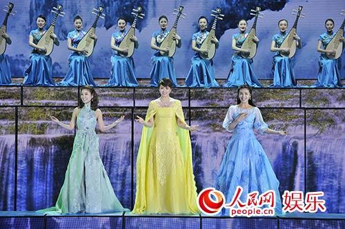 刘涛竖琴奏中国美 胡歌歌声抒两岸一家亲