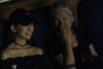 昆凌和婆婆叶惠美看周杰伦个唱