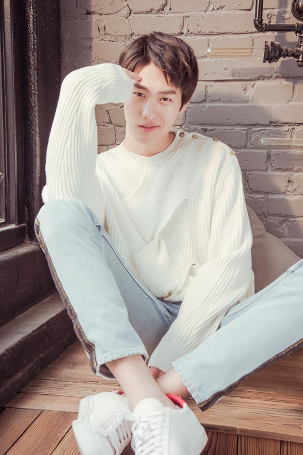 """李辰""""跨次元""""助阵偶像节目 著名模特转型娱乐圈"""