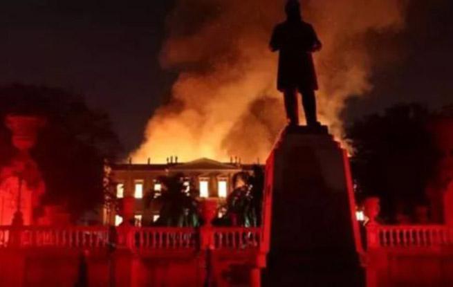 巴西国家博物馆大火 2000多万件藏品仅10%幸存令人痛心