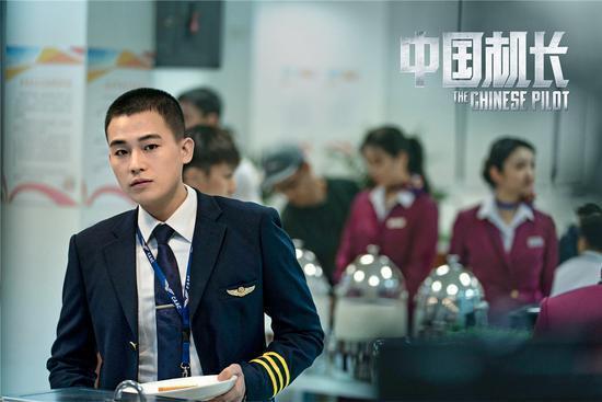 """《中国机长》:欧豪万米高空""""直面生死"""""""