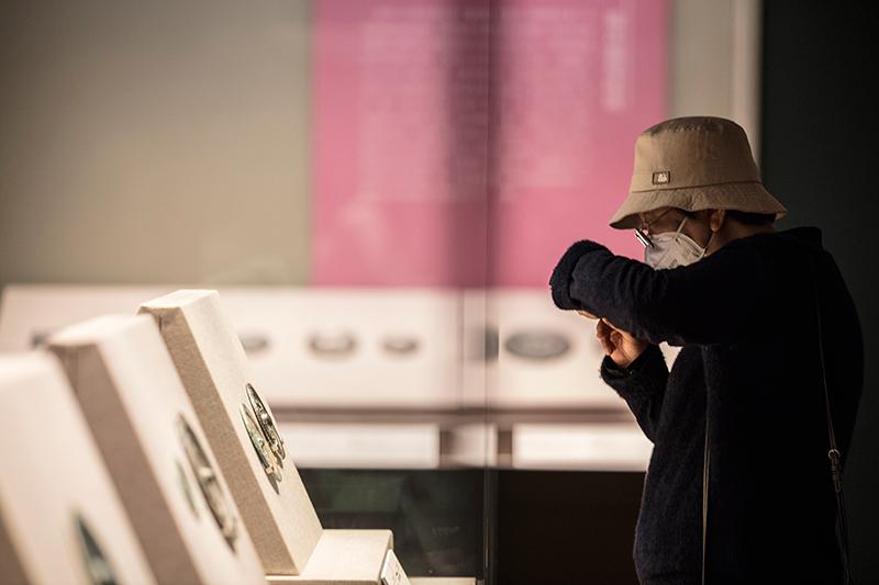 杏盛注册:400余面中国历代铜镜在清华大学展出