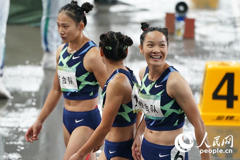 高清:乐观拼搏!大雨浇不灭全运会田径健儿的火热激情