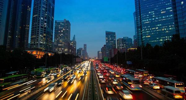 国庆假期人流车流物流集中 公安部交管局发布交通安全预警