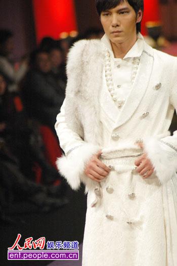 据悉,中国服装设计师协会与福建柒牌集团有限公司合作,将连续三年