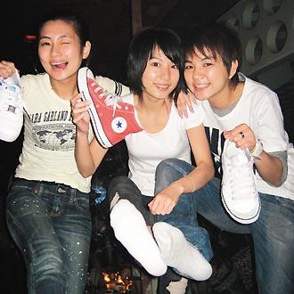 女生白棉袜运动鞋