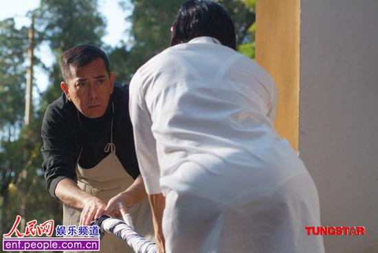 陈冲天浴电影_陈冲湿身穿白色制服 扮花痴超级搞笑