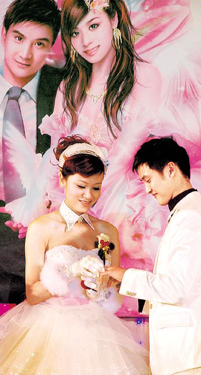 田亮迎娶凸肚叶一茜 飘雪婚宴吻得火热--娱乐--