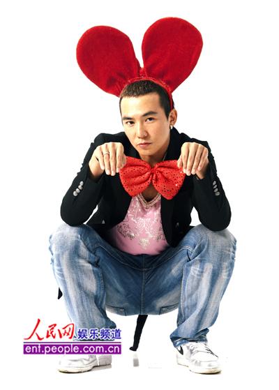 刘畊宏新年扮可爱老鼠 发红包打麻将荷包大失血