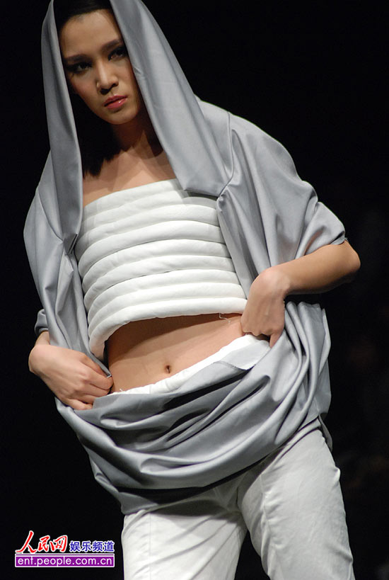 组图:东华大学中日合作服装设计专业学生作品 (6)