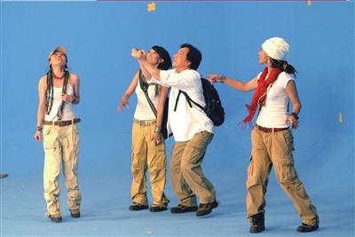 成龙拍MV学跳藏族舞 与藏族歌手合唱环保歌