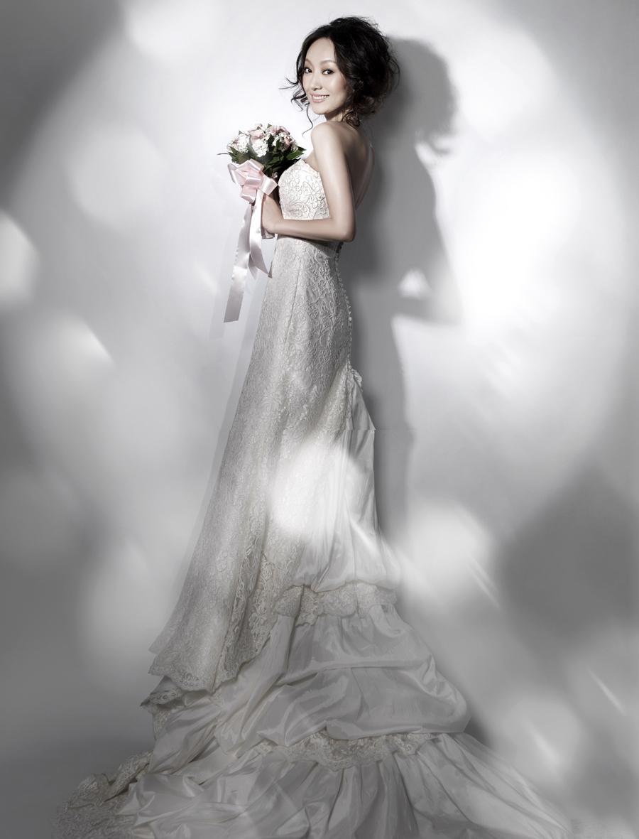 血染婚纱高清国语_...14年巴塞罗那婚纱时装周 高清组图