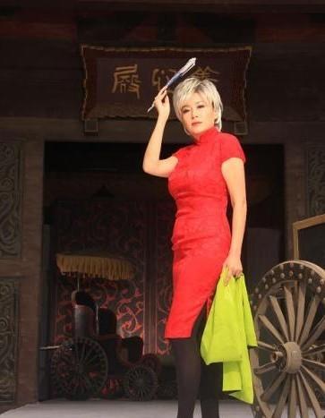 恬妞红色旗袍写真 欢庆祖国60华诞