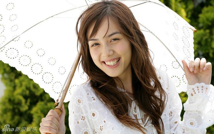 前超女素颜拍写真 白伞白衣清纯 (6)