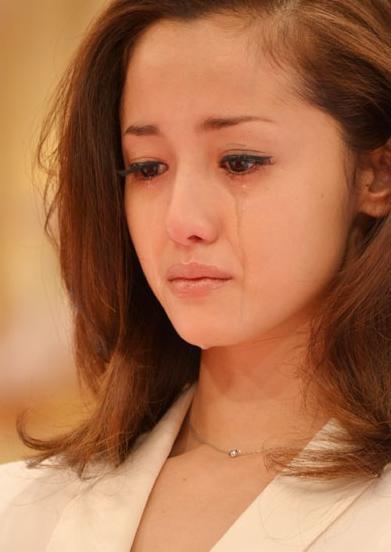 日本-熟女尻_泽尻英龙华流泪宣布离婚 哀求返日本演艺圈