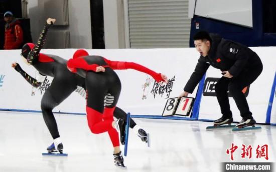 比赛选手在团体追逐赛中。黑龙江省体育局提供