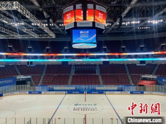 """正在进行""""相约北京""""冬季体育系列测试活动的北京五棵松体育中心。记者 卢岩 摄"""