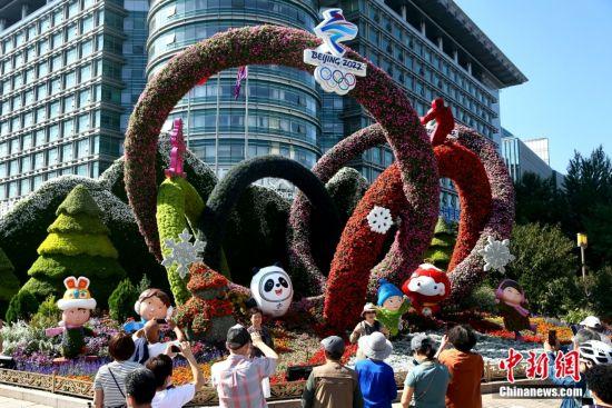 国庆主题花坛扮靓北京长安街